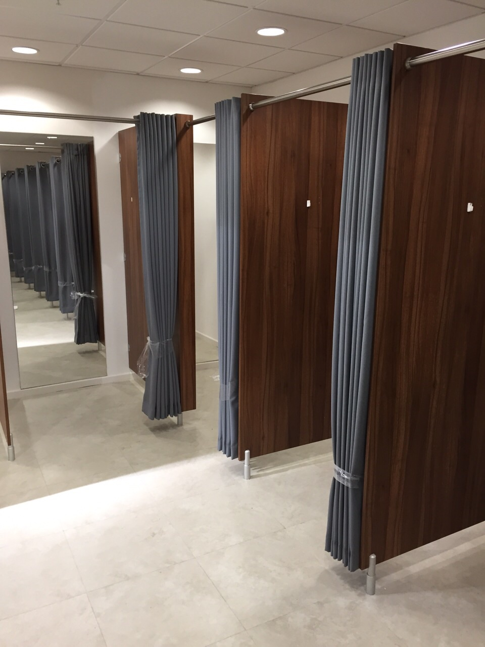 Fitting Room Designs For Retail: Shop Fitting Room Cubicle Curtains For PEP & Co Stores In